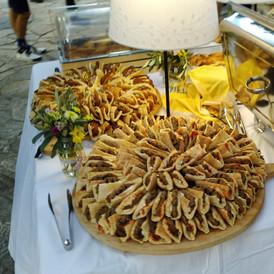 μπιφτεκάκι γιαουρτλού και vegan falafel