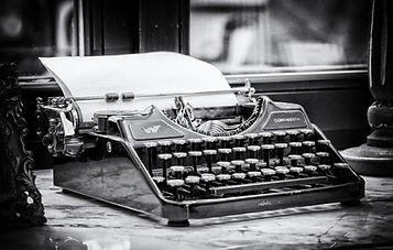 typewriter-3711589_1280.jpg