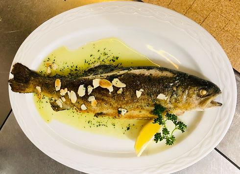 Gasthaus-Tuebli-Fischteller.jpeg