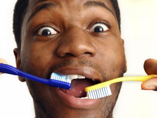 Как чистить зубы взрослым зубным порошком?