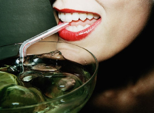 Как пить кофе, чтобы зубы не желтели?