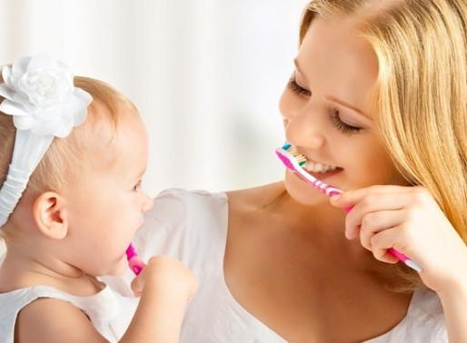 Когда, с какого возраста нужно начинать чистить зубы ребенку: советы стоматологов