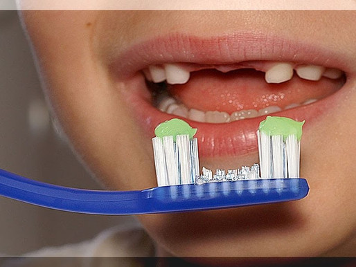 Какой зубной пастой и щеткой лучше чистить зубы взрослым?