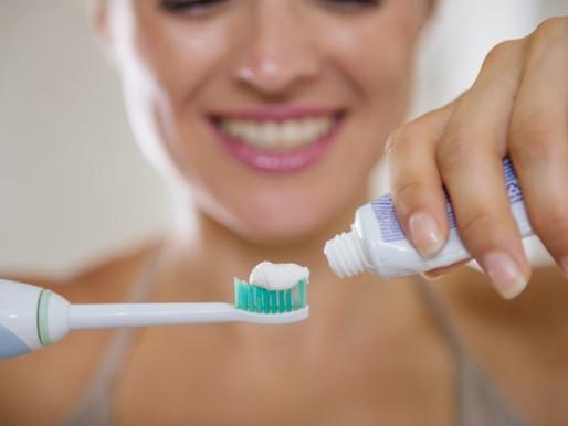 Через сколько и как можно чистить зубы после удаления зуба, зуба мудрости, пломбирования?