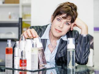 Anja Kruse mit Frischekosmetik von CA&LE aus Klagenfurt.