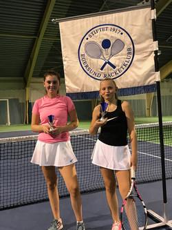 Finalister Jenter 16 Maria Hjørungnes og Benedicte Ognedal