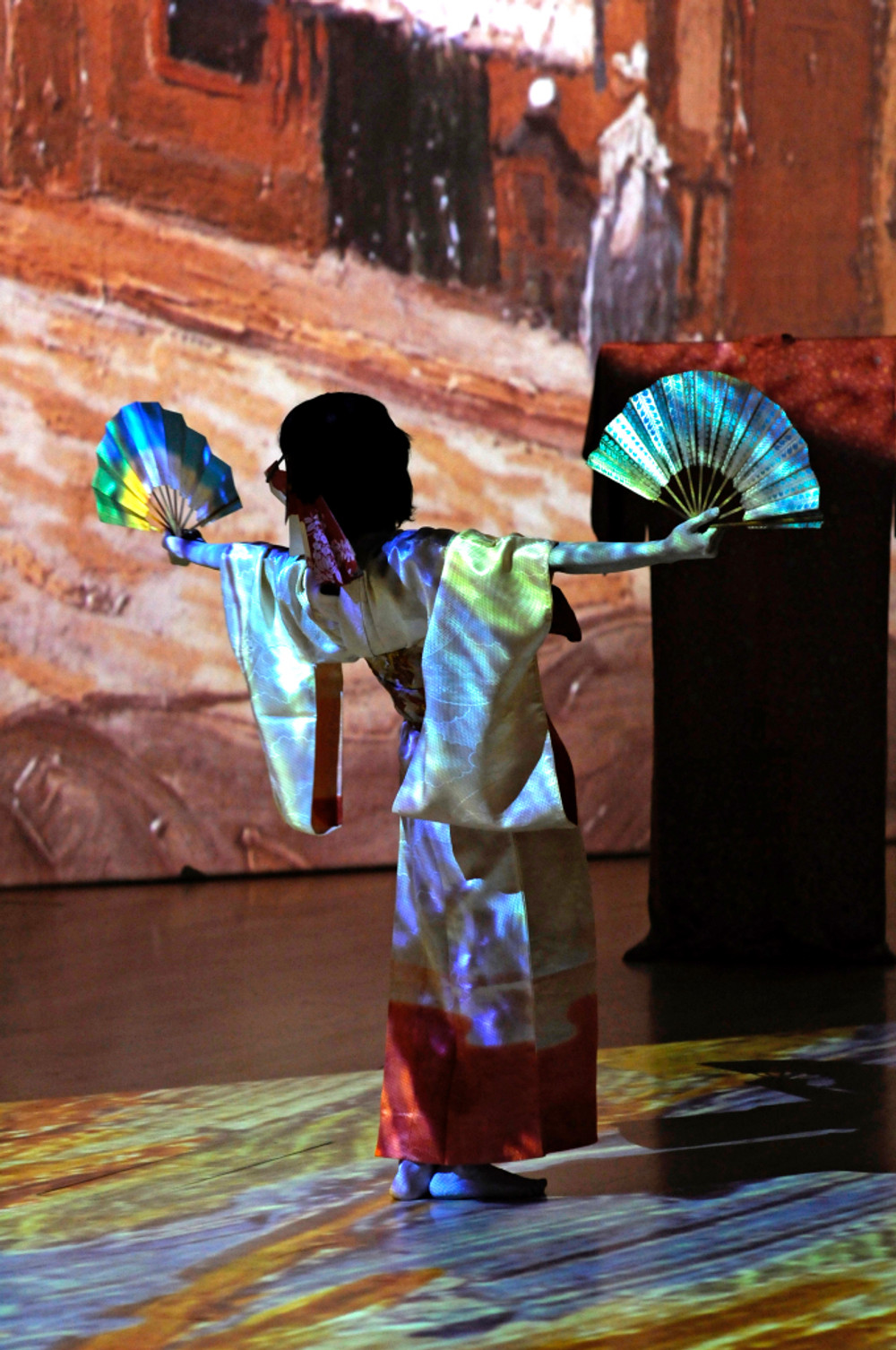 """Kae Ishimoto in """"The Courtesan Comes to Life"""" for the ArtScience Museum's Van Gogh Alive, the Exhibition.  Photo: Chia Ming Chien"""