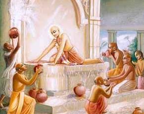 Cleaning of the Guṇḍicā Mandira