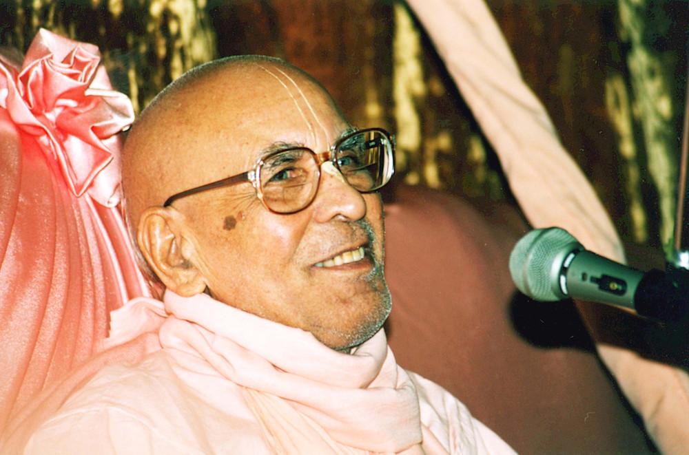 Srila Gurudeva Sri Srimad Bhaktivedanta Narayana Gosvami Maharaja