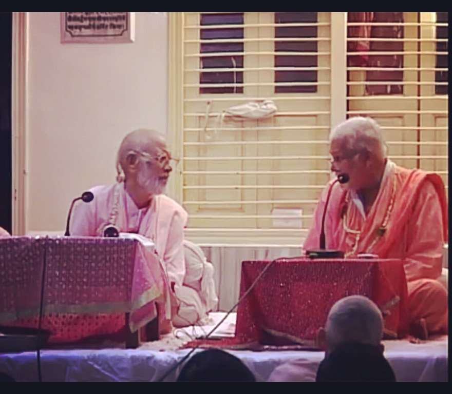 Srila Bhaktivedanta Narayana Maharaja and Srila Bhakti Vijnana Bharati Maharaja interacting at Sri Rupa-Sanatana Gaudiya Matha during Rupa Gosvami Conference