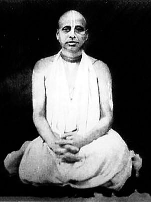 Glorification of Śrīmad Bhakti Vicāra Yāyāvara Mahārāja