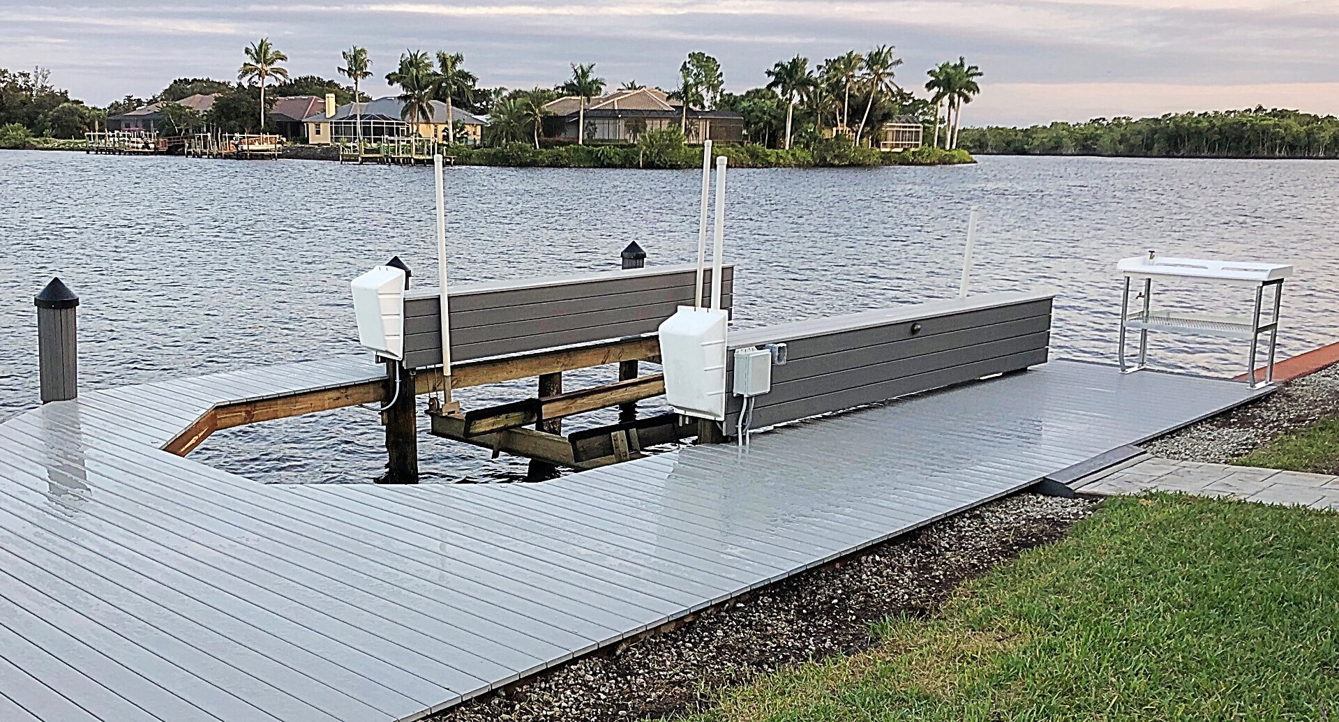 Vertical lift with wrap around dock