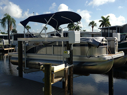 Vertical lift with pontoon boat