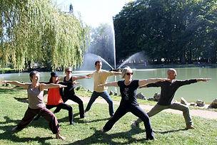"""Séance de yoga """"plein air"""" au Parc des Bains à Lons"""