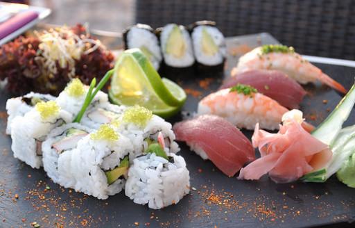 Karma Sushi şirketinde sushi, Ibiza'daki San Antonio