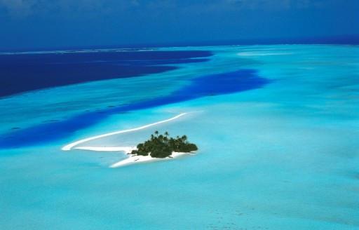 Malihves Baa Atoll üzerinde Rihiveli Sunrise Island havadan görünümü