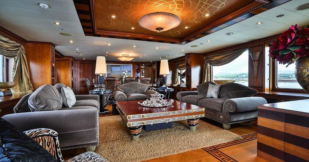 oryantal ve klasik stil sigortaları birlikte yat kiralama ana salonu DENIKI