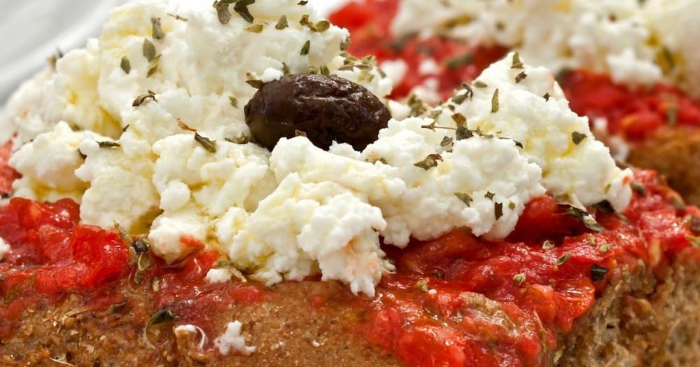 'Girit Salatası' veya Koukouvagia Crete, Yunanistan'da servis edildi