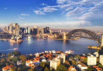 Sydney Opera Binası ve Sydney Harbour ikonik Köprüsü