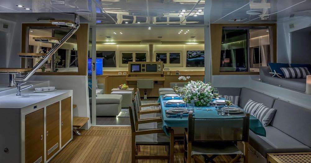 süper yat Ocean View arka güvertede açık havada yemek odası