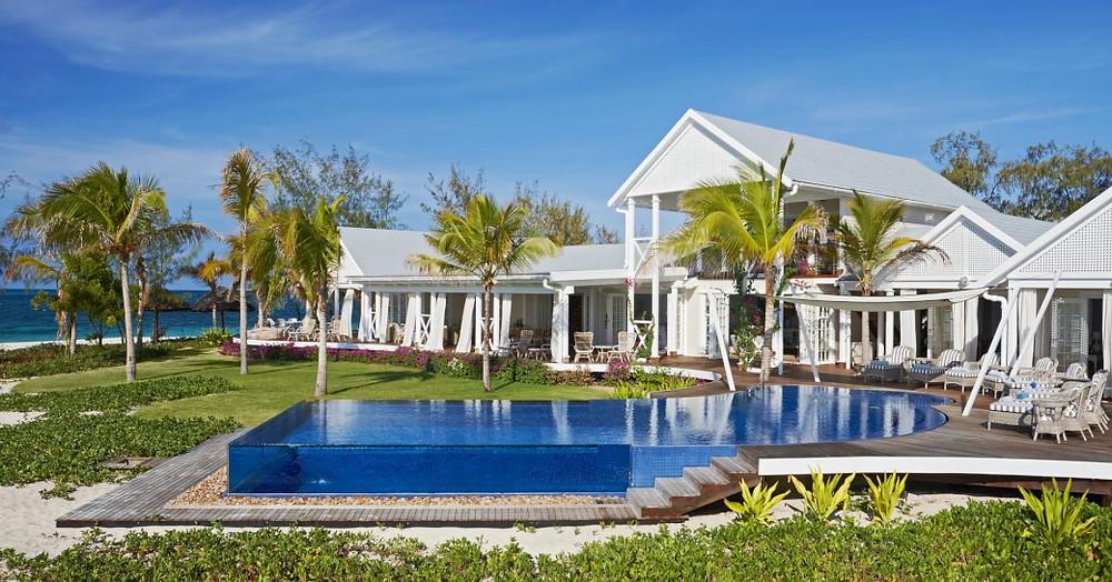 thanda adasında villa konaklama önünde havuz