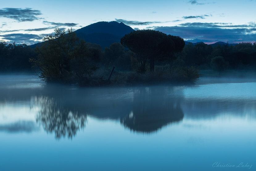 Brume matinale sur le lac de Saint Jean Pla de Corts