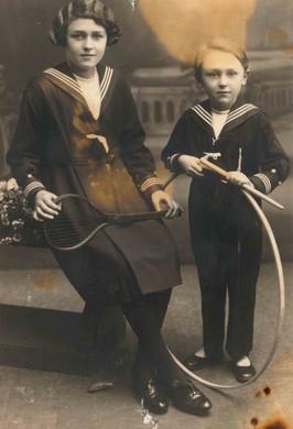 1934 - met zuster Rafaella