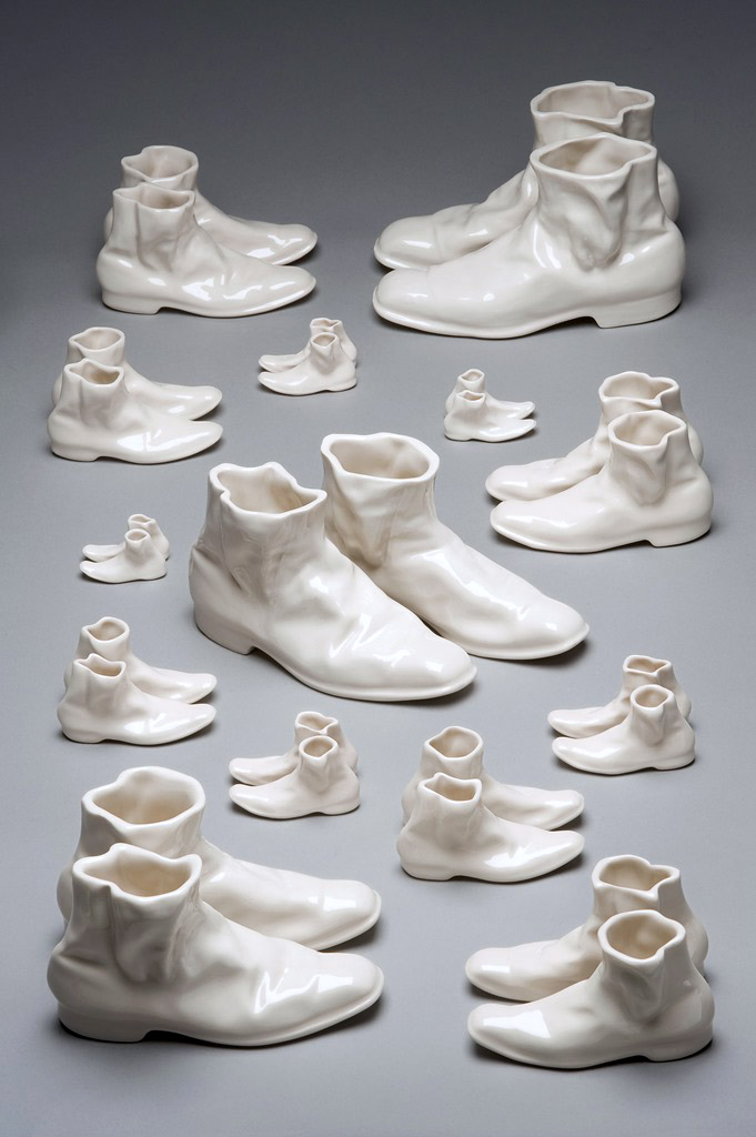 1. Disappearance, 2012, porcelain, 27x16-3x0,5 cm, high resolution pic. Saana Murtti..jpg