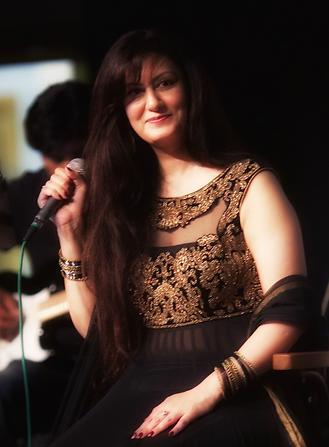 Shama Bollywood Band UK_edited