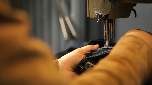 Symaskin hos Nudie Jeans
