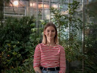 Porträttbild av Meya i Botaniska Trädgården