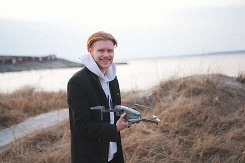 Ägare av Edling Media flyger drönare.