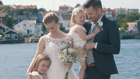Brudpar och familj i Göteborgs skärgård