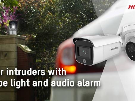 海康威視推出具有閃燈和警報功能的AcuSense網絡攝影機,可立即阻止入侵者