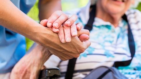 """""""Zorgbehoevende ouderen kwalitatief ondersteunen en verzorgen, hoe zullen we dit financieren?"""""""
