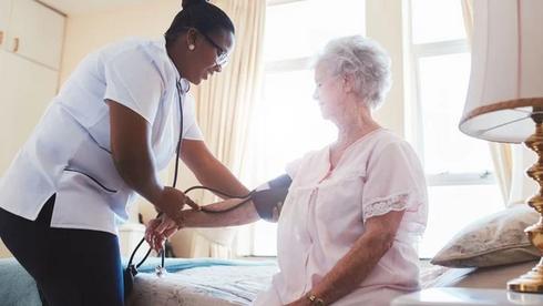 'Ons engelen of helden noemen helpt de beeldvorming over verpleegkunde geen meter vooruit'