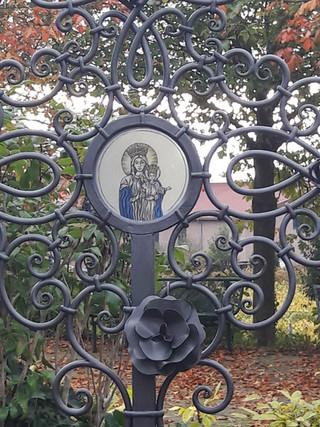 Grabkreuz Mariendarstellung