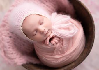 Cosy Newborn Love Photos
