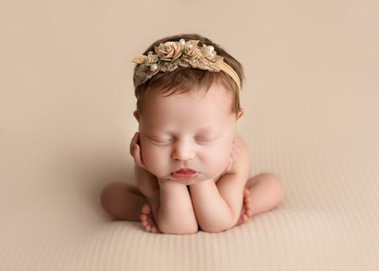 Froggy Pose Newborn Photographer Safe Newborn Posing - Bubbles and Bluebells Photography E