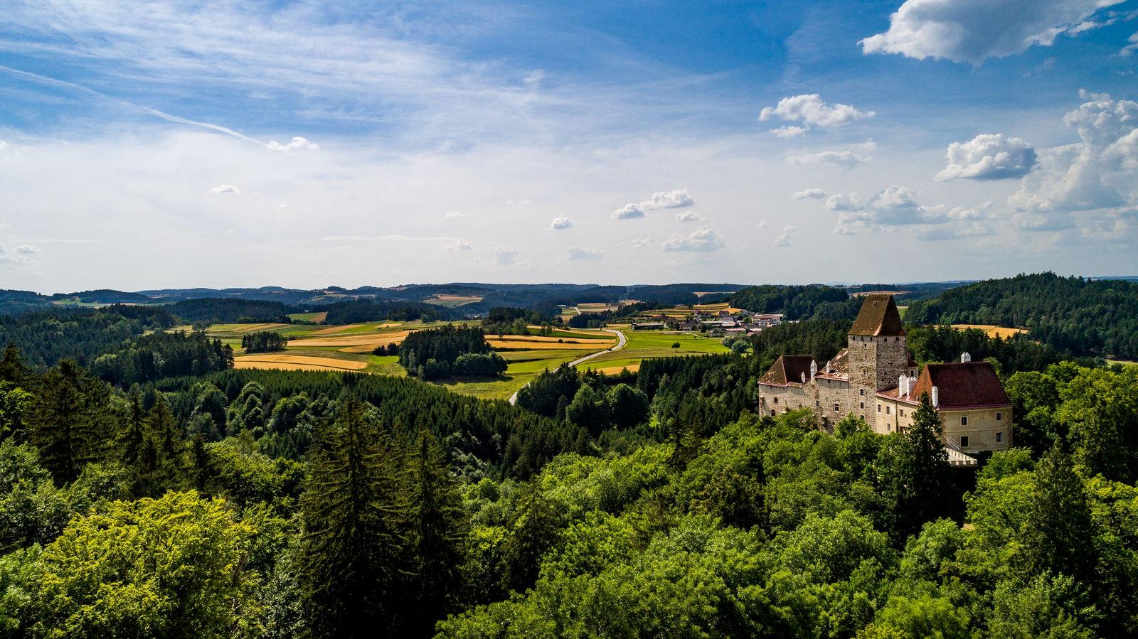 Burg Rastenberg Drohne--1-large.jpg