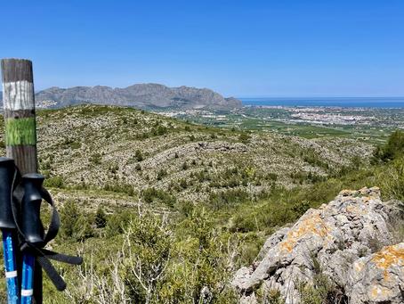 Pedreguer-Kammwanderung gegenüber der Muntanya Gran