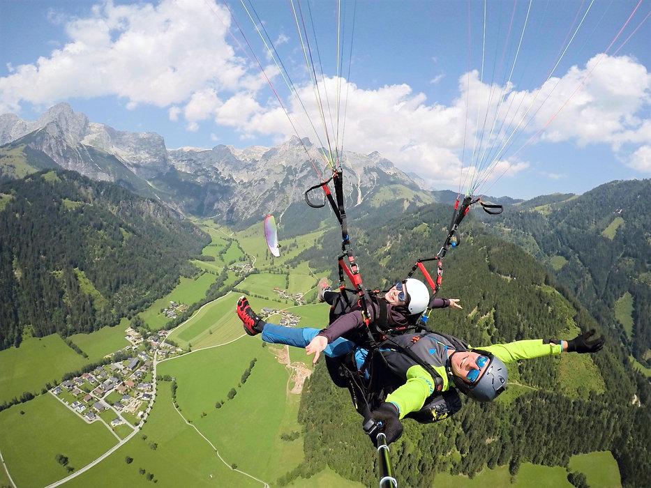 Tandemflug Tandemsprung Paragleiten Gleitschirm Tandem Salzburg Werfenweng Tom2Fly