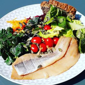 Salade d'été et hareng fumé