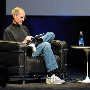 Pourquoi on gagnerait à s'habiller toujours de la même manière comme Mark Zuckerberg et Steve Jobs