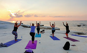 Yoga am Strand.jpg