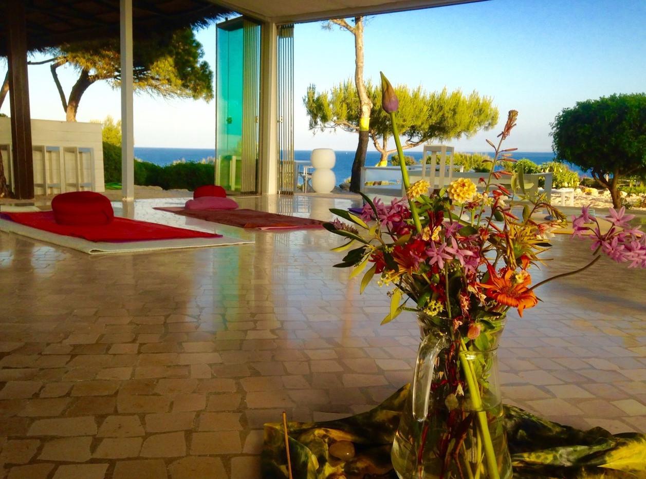 Algarve Yogaraum mit Ausblick.jpeg