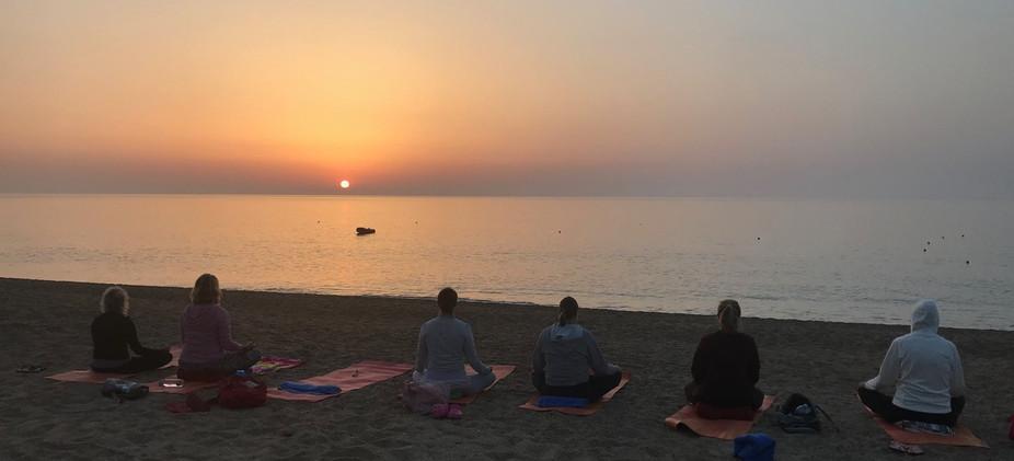 Sardinien Meditation am Meer zum Sonnenaufgang.jpeg