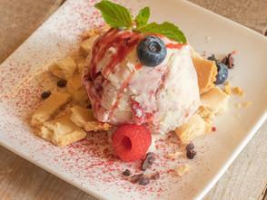 新宿三丁目店て「ごろごろストロベリーチーズケーキアイスクリーム」