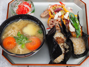 京都店「玄米おむすびとお味噌汁セット」