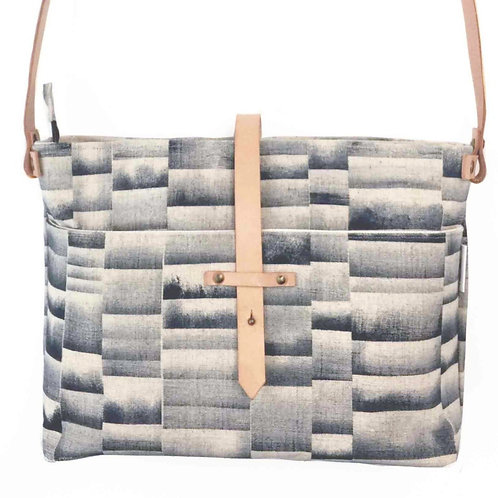 linen shoulderbag with a handprinted blue stripe and adjustable leather strap